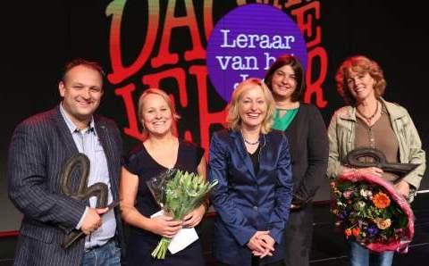 Basisschoolleraar van het Jaar Tingue Klapwijk (2e links) naast minister Bussemaker (foto: Onderwijscoöperatie)